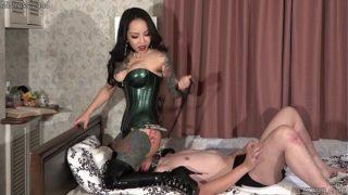 Korean Mistress Youko Harsh Facesitting